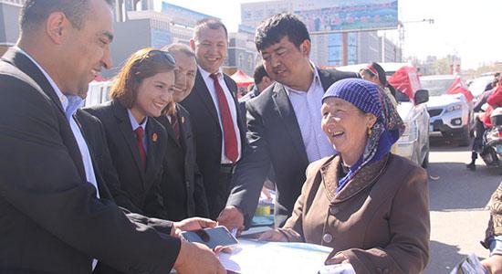 新疆阿克陶县法院开展综治宣传月活动(图)